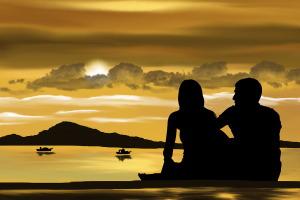 Un couple réunit devant un coucher de soleil